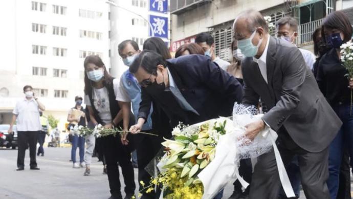 马英九与王金平为高雄火灾罹难者献花,促民进党当局检讨过失