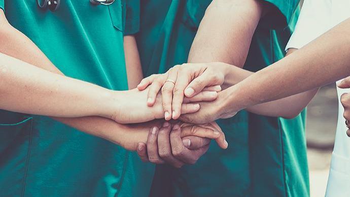 团结合作才能让希望照亮未来
