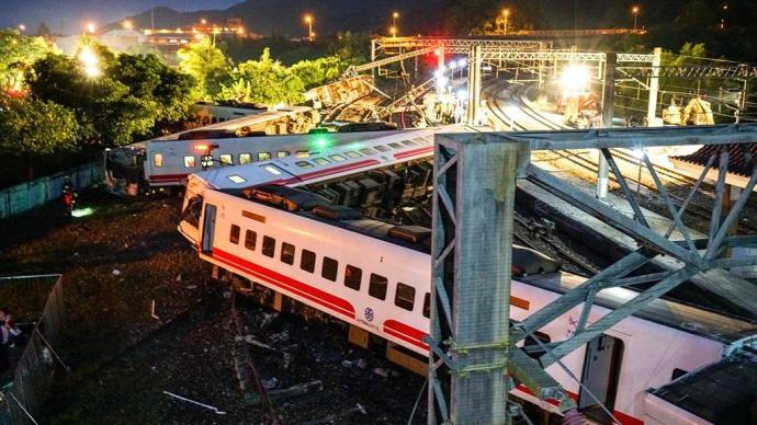3年前台铁普悠玛翻覆事故致18死,肇事司机今日获刑4年半