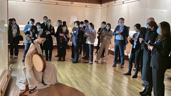 在上博,这群外国学者为中国文化沉醉