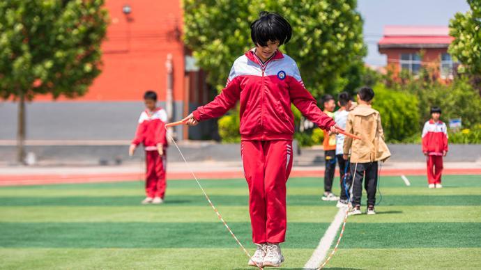 """""""在校不少于一小时体育锻炼""""已被列入体育法修订草案"""