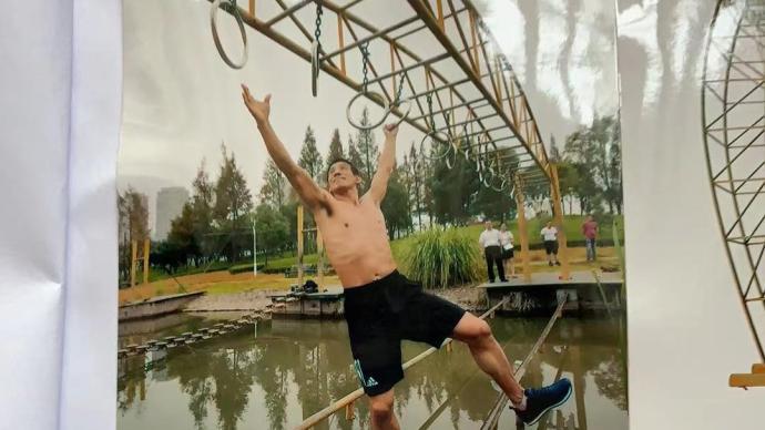 手拉吊环在十米宽河面悬空来回187次:台州大伯悬赏找对手