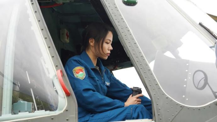 多图 陆军首批女飞行员亮相