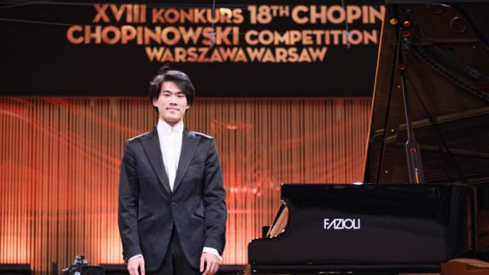 加拿大华裔钢琴家获第18届肖邦国际钢琴赛冠军