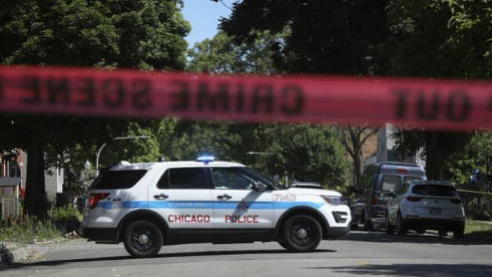 美国得克萨斯州一男子持枪射击警察,造成1死2伤