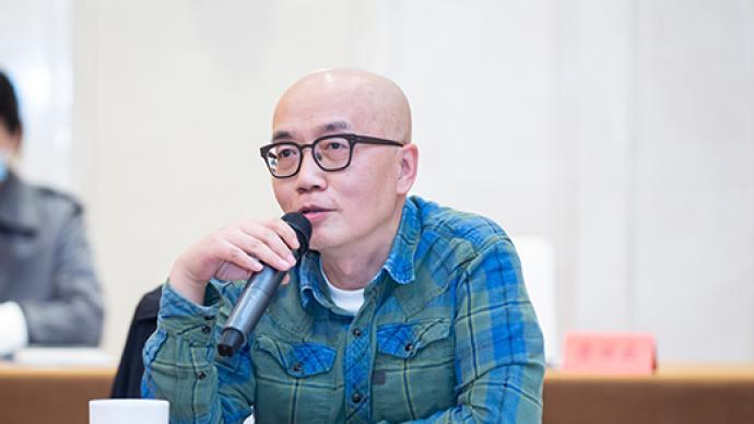 """诗人韩东:克服""""中年写作危机"""",向一代传统致敬"""
