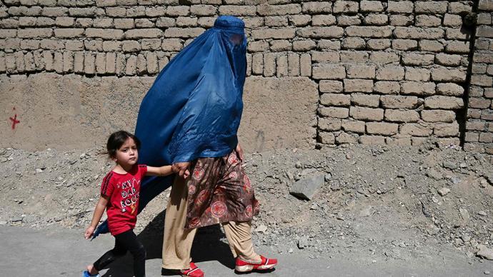 塔利班继续限制政府女性雇员工作,当地妇女呼吁保障女性权利
