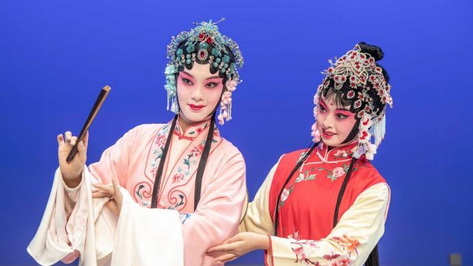 """杜丽娘柳梦梅""""年方二八"""",这版昆曲《牡丹亭》青春逼人"""