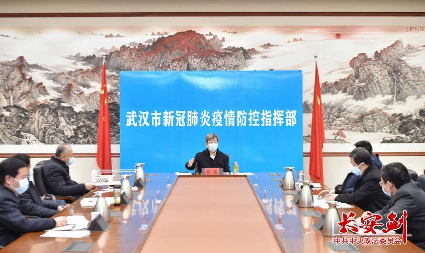 陈一新在武汉指挥部督导激励问责落实情况。