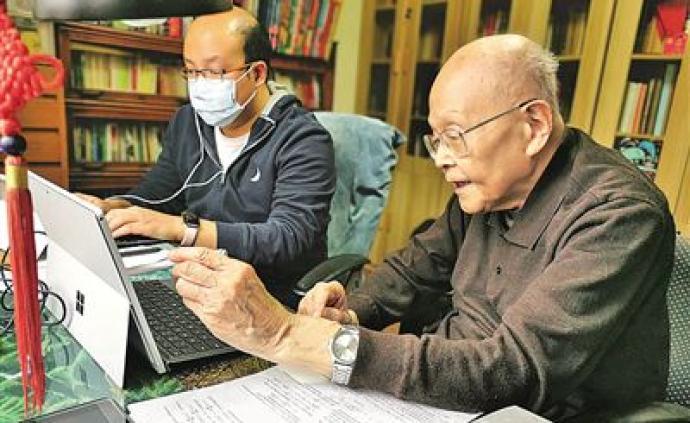 95岁清华老教授张礼开直播上课:随时提问,及时解答