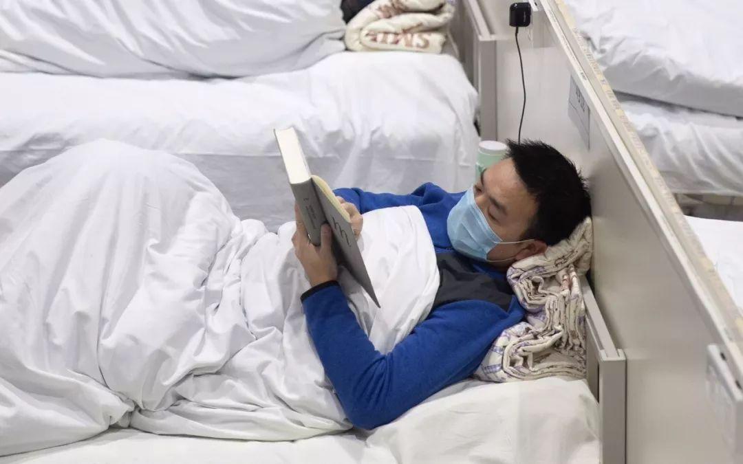 """方舱医院读书的""""清流哥""""出舱了"""