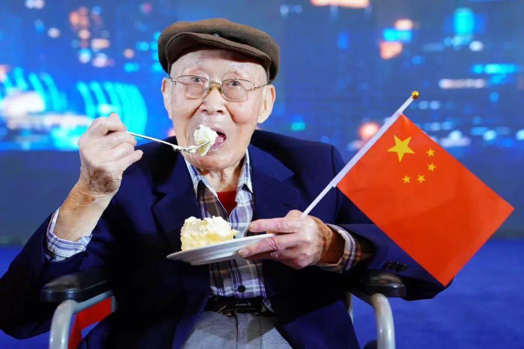 2019年,99岁高龄的剧团前辈李季老师参加上影演员剧团重阳节敬老活动。