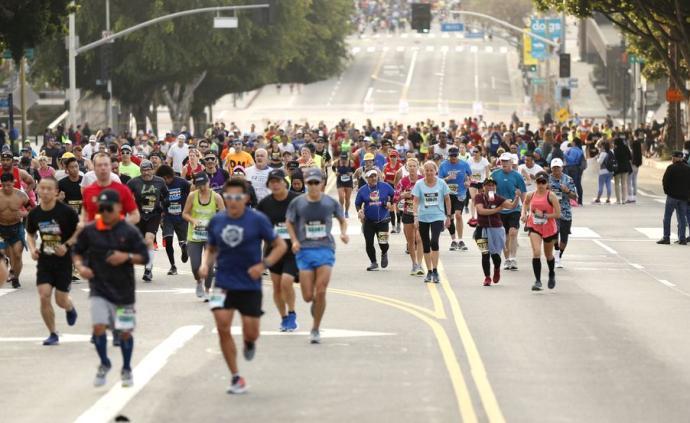"""27000人參賽洛杉磯馬拉松,現場的消毒措施""""形同虛設"""""""