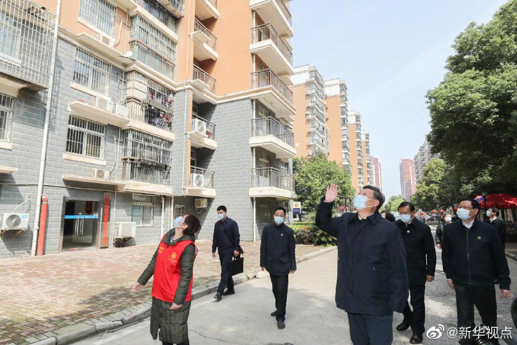 习近平深入武汉社区,看望居民群众和防控一线工作人员