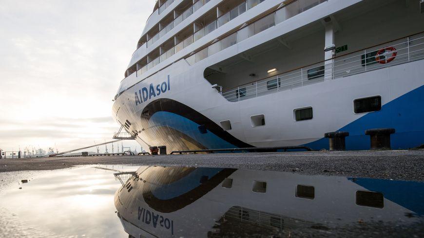 """""""爱达太阳""""号邮轮发现两名疑似病例,该船可搭乘两千名乘客"""