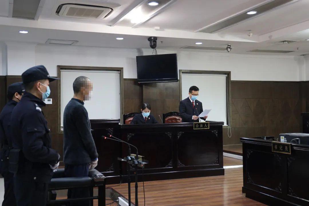 2月18日,浙江省浦江县检察院依法对徐某清涉嫌诈骗案提起公诉。经审理,徐某清以诈骗罪被判处有期徒刑五年六个月。