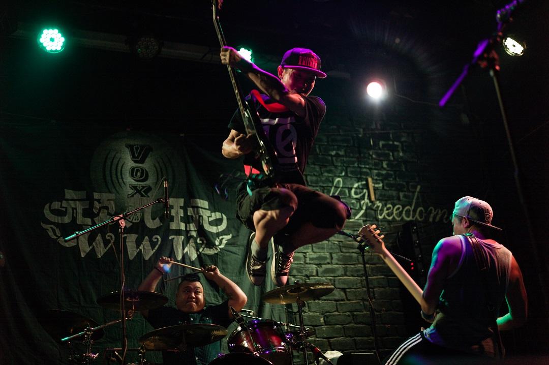 2015年,谌毅在武昌鲁磨路livehouse拍摄的一支正在巡演的湖南乐队。