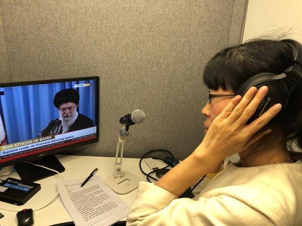 1月8日,受中央电视台邀请,于桂丽为伊朗最高领袖哈梅内伊的直播做同声传译工作。本文图片除特殊标注外,均由受访者提供。