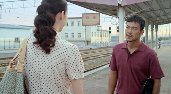 电影《白日焰火》电影截图。该镜头摄于抚顺电铁的矿务局站站台。