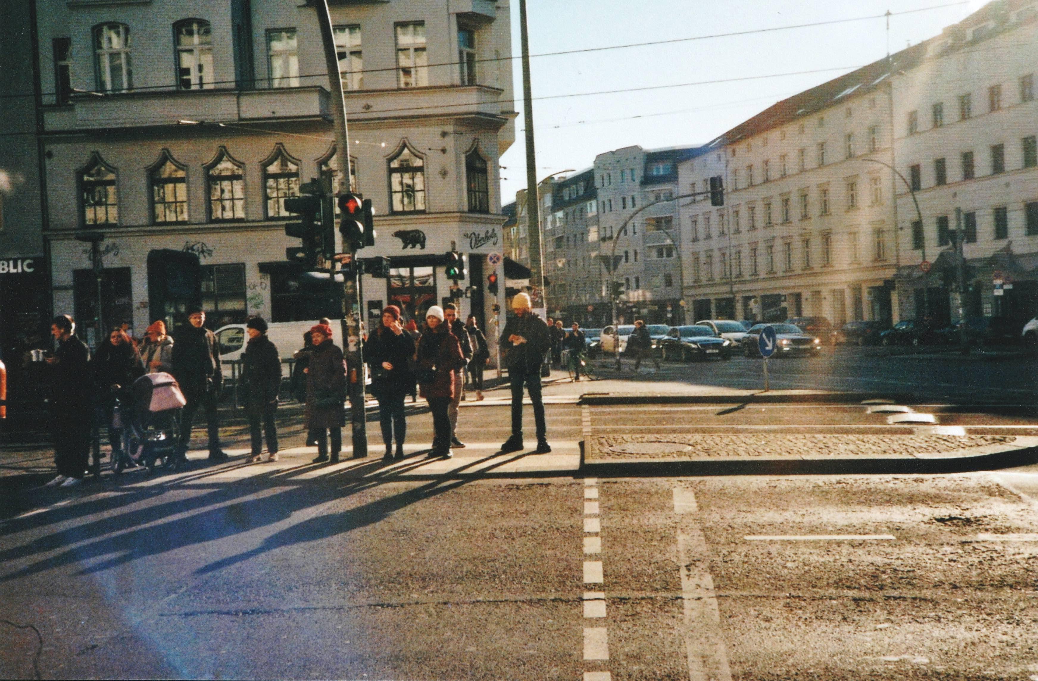 平日里柏林繁忙的市中心街景。本文图片均由作者拍摄并提供。