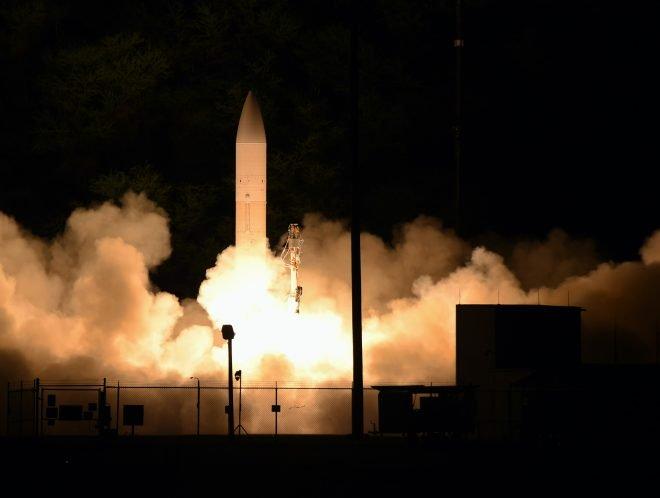 美国陆军和海军试射高超声速滑翔体(C-HGB)