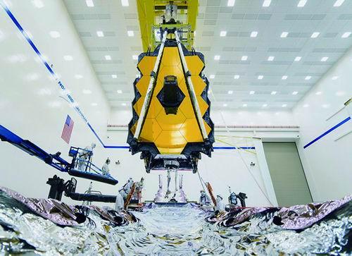 技术人员组装詹姆斯·韦伯太空望远镜。 NASA 图
