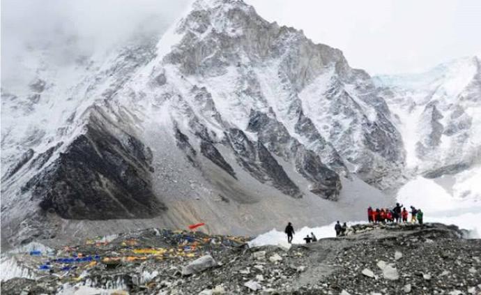 尼泊尔全国封锁防疫,约500名登山者被困喜马拉雅山