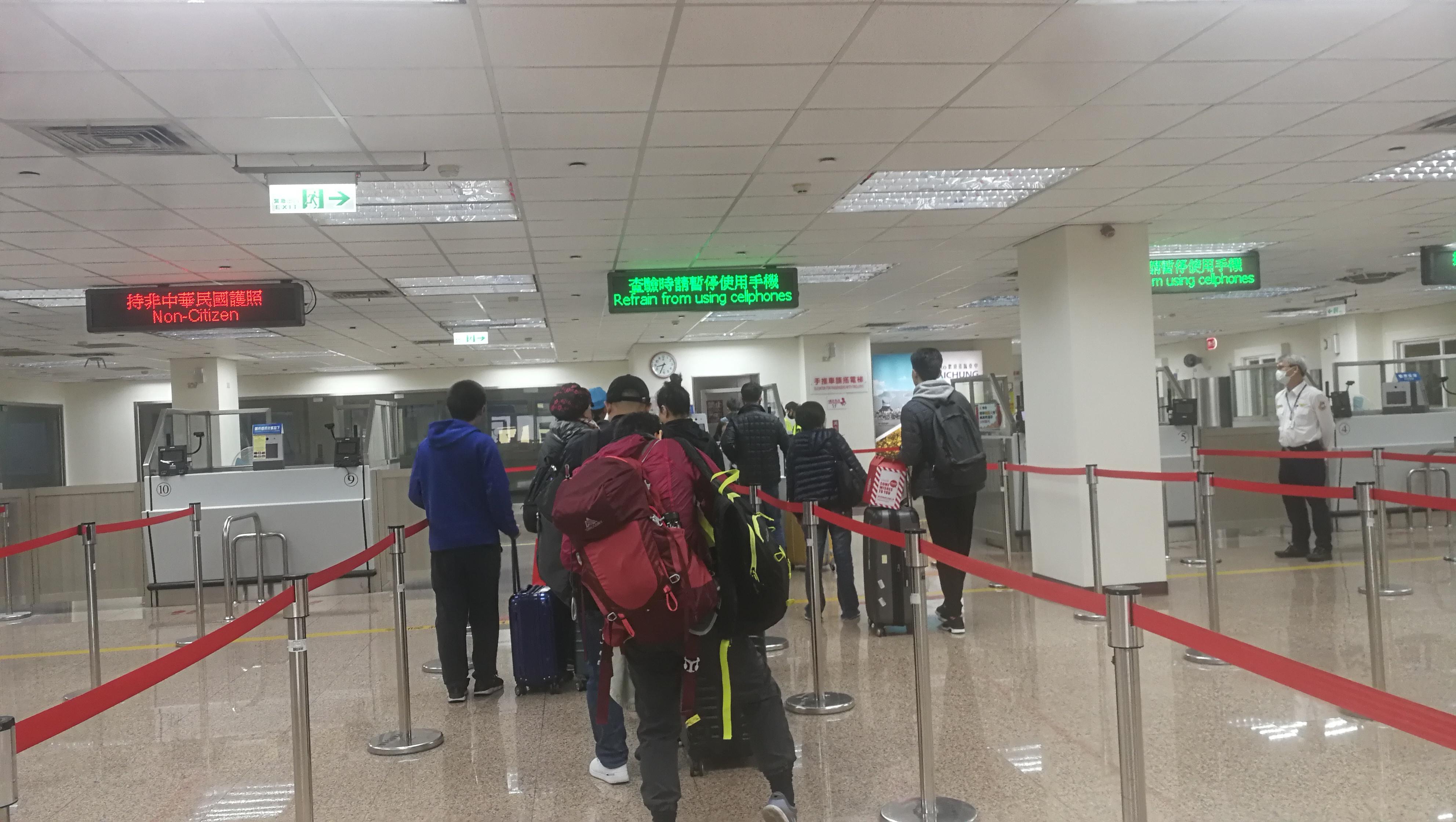 2020年1月22日上午,台湾台中港旅客服务中心,办理入境的旅客不多。