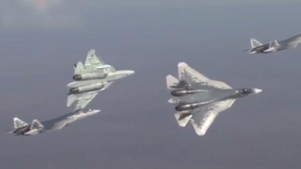 俄军发布苏-57副弹仓罕见射击