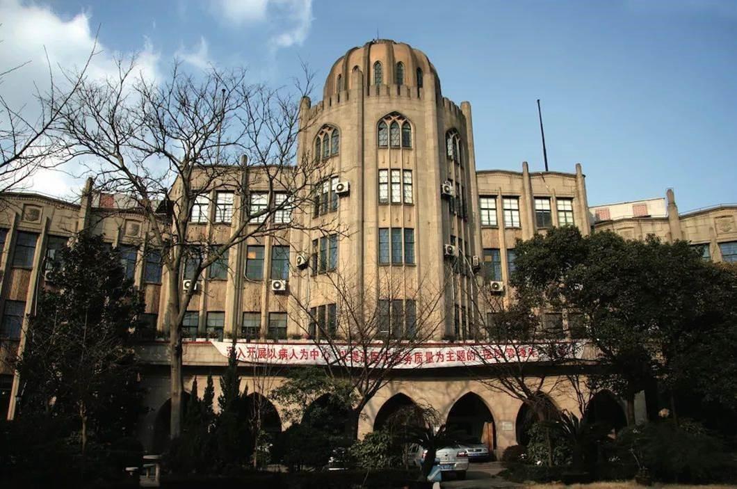 雷士德工学院大楼全景。 图片来自网络