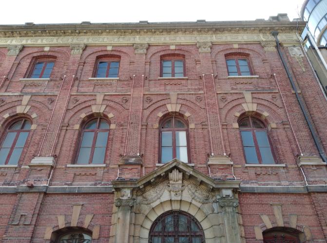 """原日本领事馆""""红楼""""侧立面。 作者 摄"""