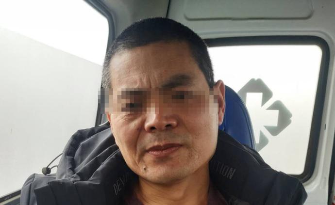 被羁押15年改判无罪的吴春红理发回家,家人想带他去体检