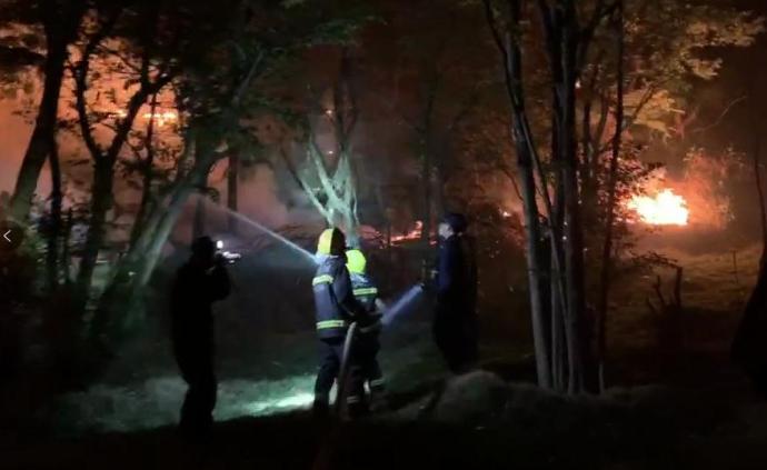 西昌泸山森林火灾新产生3公里火线向山下蔓延