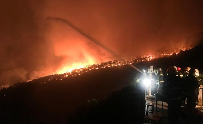 西昌泸山大火蔓延迅速,威胁千年古刹光福寺