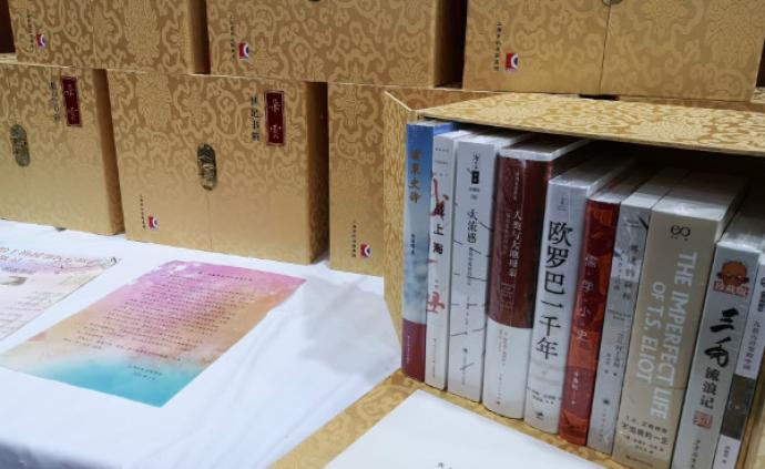 """世紀出版向1649位上海援鄂醫療隊員贈送""""朵云世紀書箱"""""""