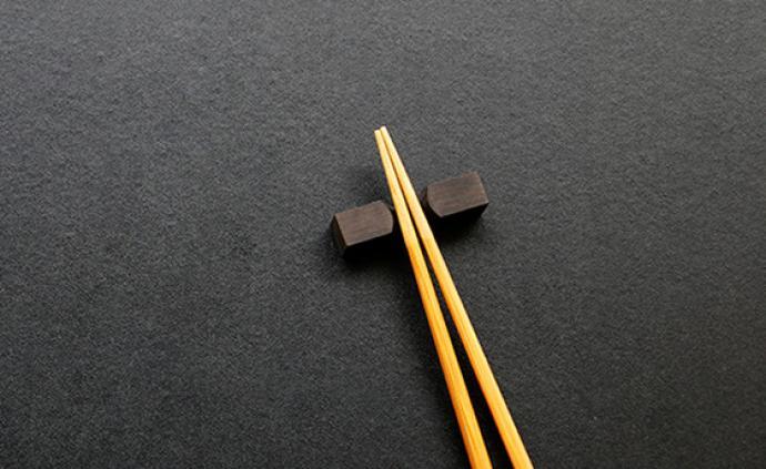 共餐增加多种疾病传播风险,医生建议分餐制并使用公筷、公勺