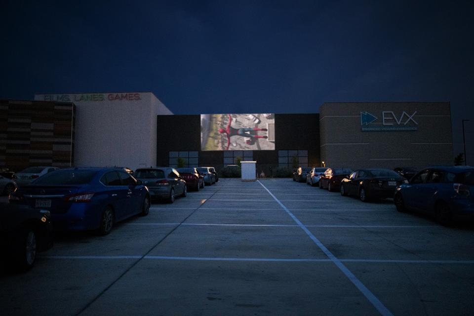 只要有有余大的停车空间,传统影院添建一时汽车影院并非相等难得。