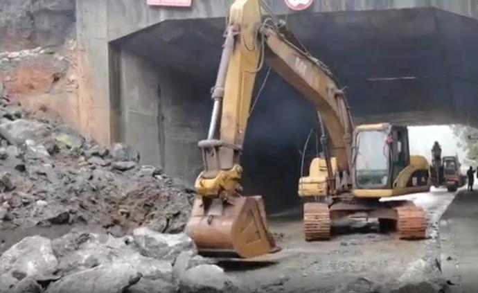 京廣鐵路湖南境內小規模護坡垮塌,致107國道單側交通中斷