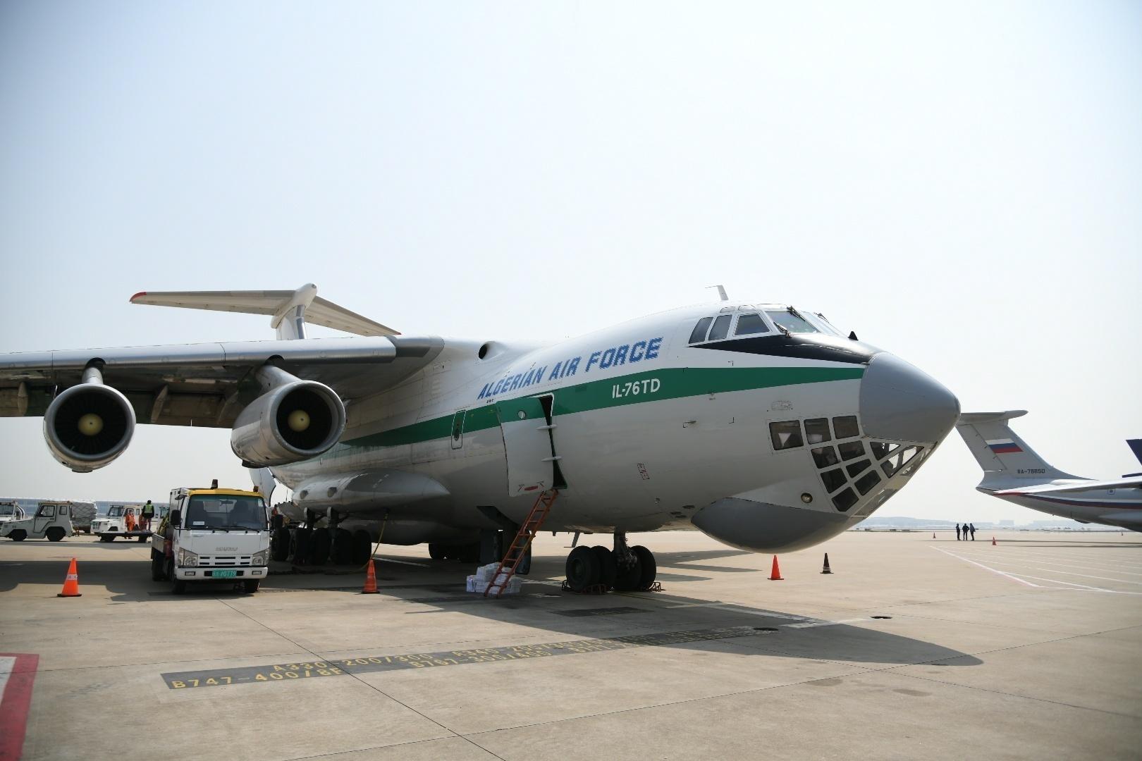 阿尔及利亚空军伊尔76重型运输机 本文图片均为上海机场提供