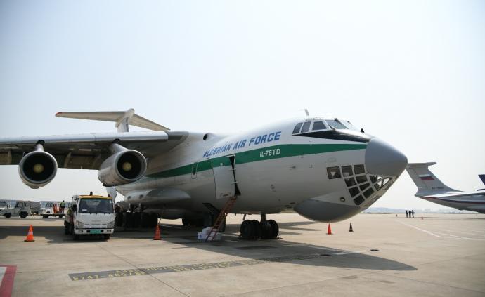 5架外國軍機同一天赴上海浦東機場,自提防疫物資