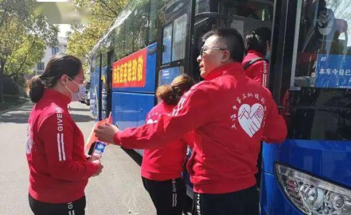 抗疫·上海行動 4月5日:回家!又一批白衣戰士結束隔離