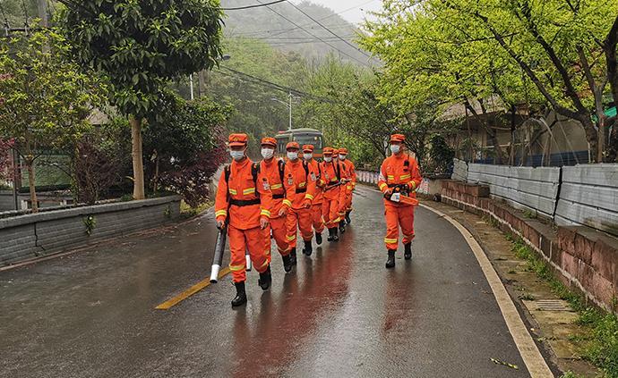 四川省森林消防總隊駐重慶市分隊開展清明宣傳巡護