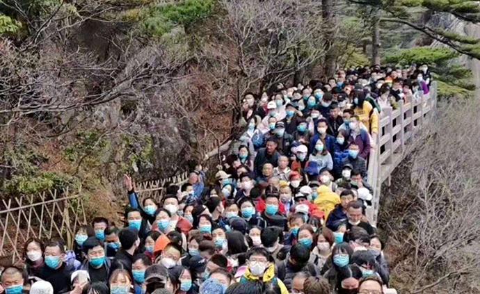 """媒體:黃山人擠人,不僅是游客""""心大""""也是管理部門""""心大"""""""