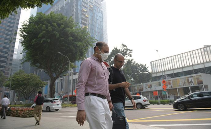 新加坡政府5日起向民眾發放免費口罩,貿工部長提醒出門佩戴