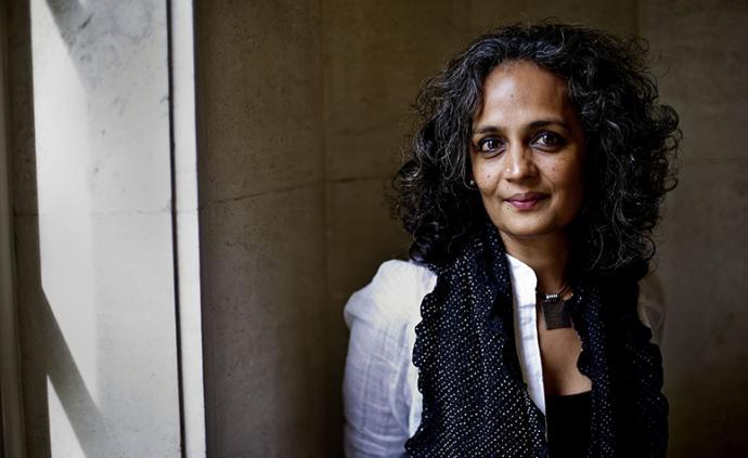 阿兰达蒂·罗伊谈印度:瘟疫照亮了社会的遮蔽之物