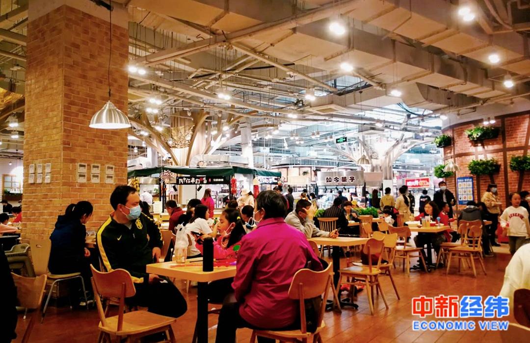 某购物广场的美食中心