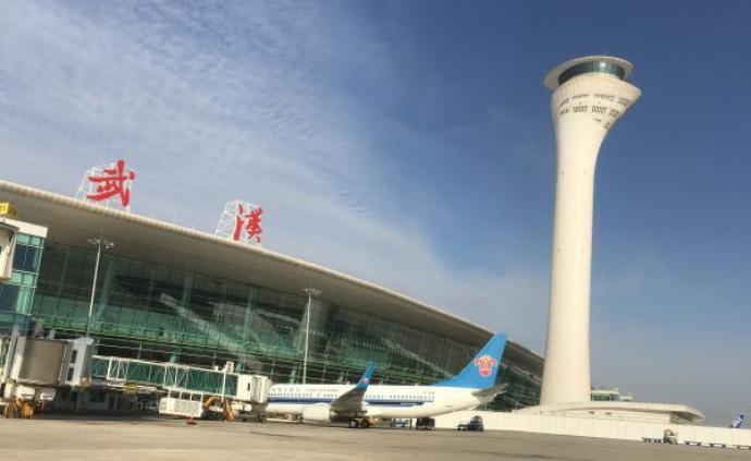 今起武汉天河机场恢复国内航班,出港航班旅客以复工人员为主