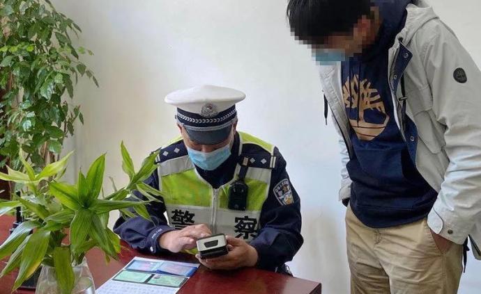 """夫妻違停后逃離還連用29個""""哈""""發微信炫耀,已被交警處罰"""