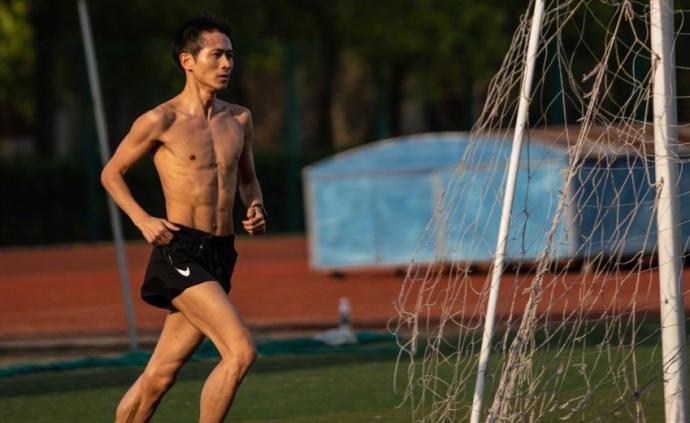 """韓寒""""跑進""""熱搜!5公里18分36秒,究竟是什么水平"""