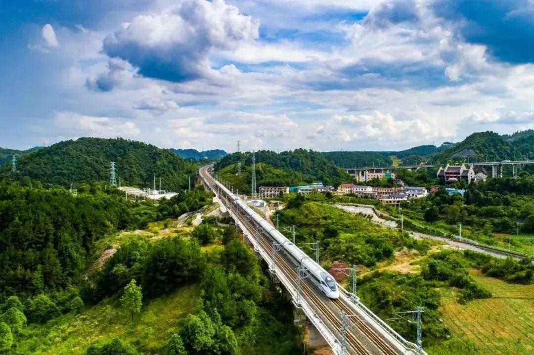 """此次调图首开""""川渝贵""""省际环线动车组列车。"""